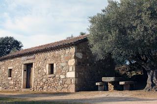 Ermita Ntra. Sra. de la Fuente Santa. Casa de los Mayordomos. Parrillas. Toledo.