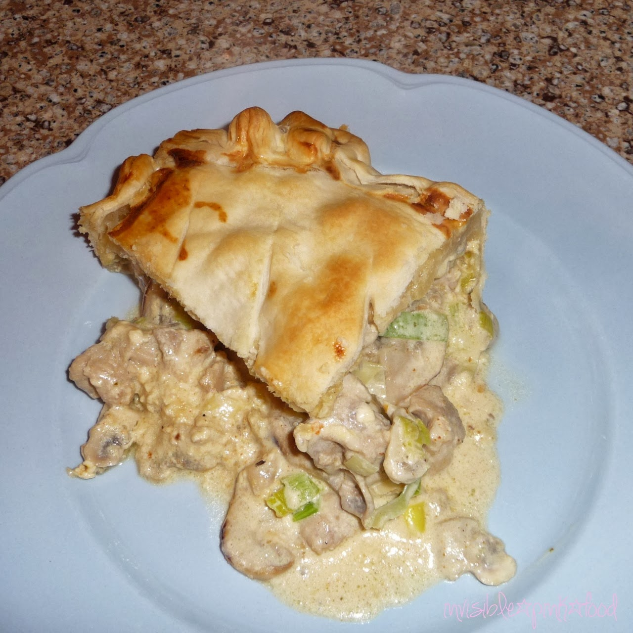 InvisiblePinkFood: Chicken and leek pie