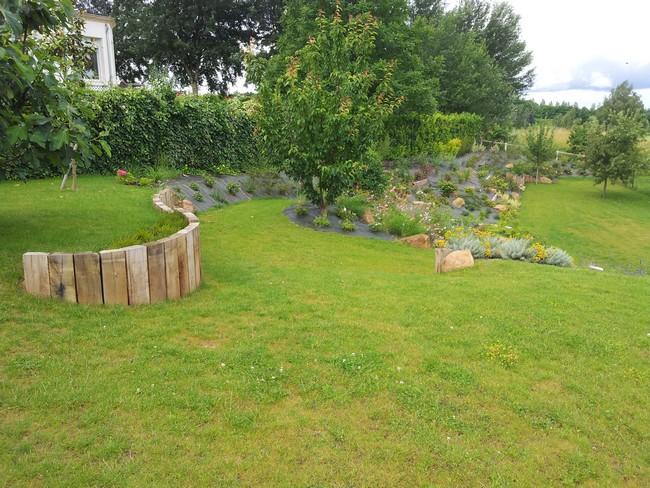 Emejing paysager un talus contemporary for Amenagement jardin 78