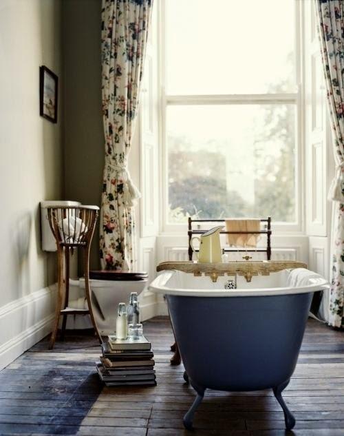 Retro łazienka wanna wolnostojąca inspiracje