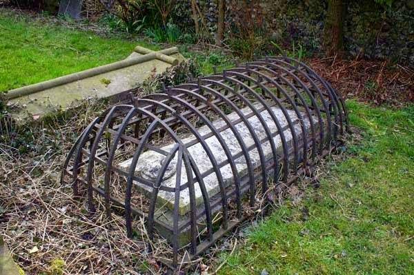 bukti-peninggalan-sejarah-paling-mengerikan-di-dunia-kuburan-vampir
