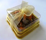 Mini Pretzels (gold base box)