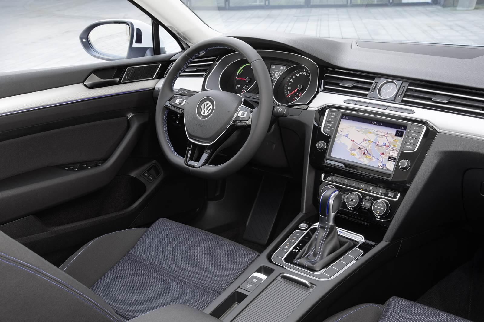 Vw passat gte chega europa em vers es sed e variant car blog br for Volkswagen passat 2017 interior