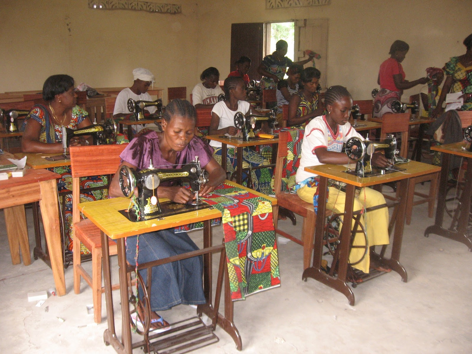 Diocese d 39 inongo la maison de couture d 39 inongo projet de for Akay maison de couture