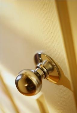 poignée de porte bouton de couleur dorée