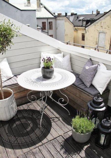 terraza con bancos