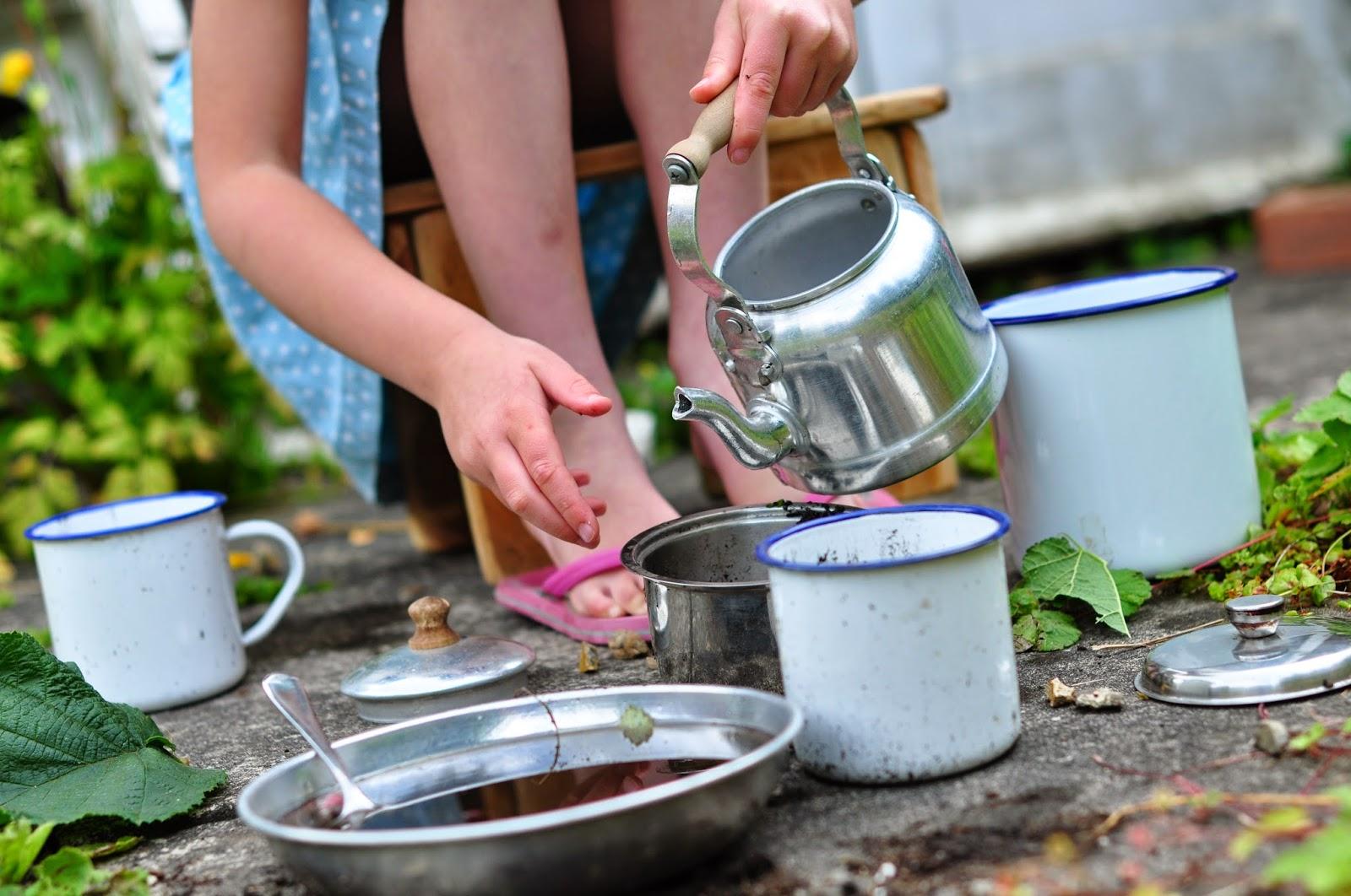 http://mamauk.typepad.com/mamauk/2011/07/mud-kitchen.html
