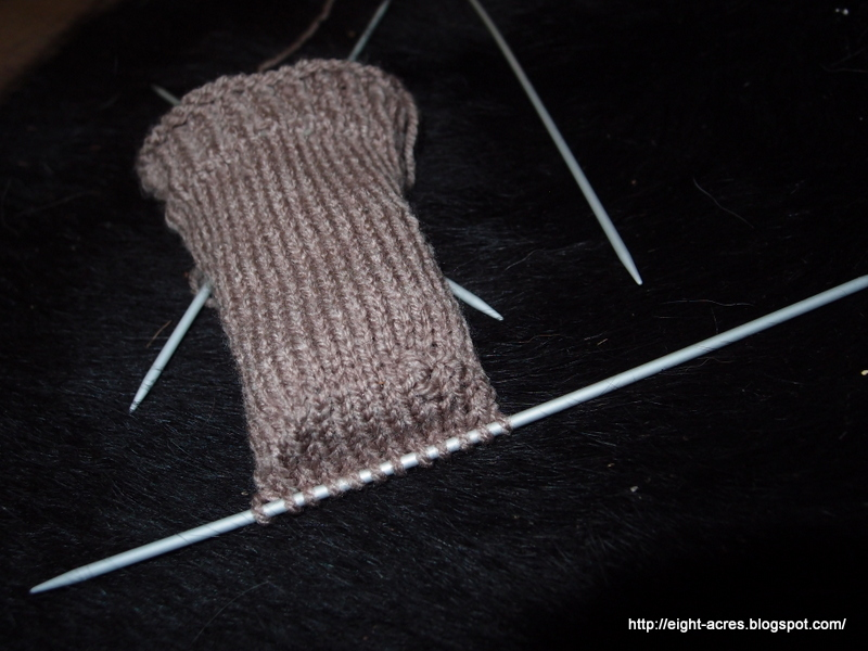 Knitting socks on four double-pointed needles