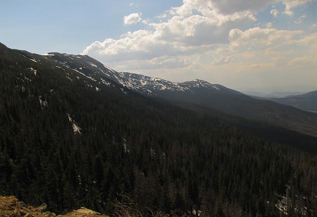 Widok z Sokolicy na masyw Babiej Góry (1725 m n.p.m.).