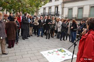 Ofrenda Floral por las mujeres asesinadas, organziada por AMDEVE