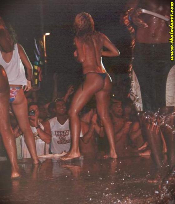 010 Flagras, Gostosas e safadas sem roupa no baile funk (fotos e vídeo)