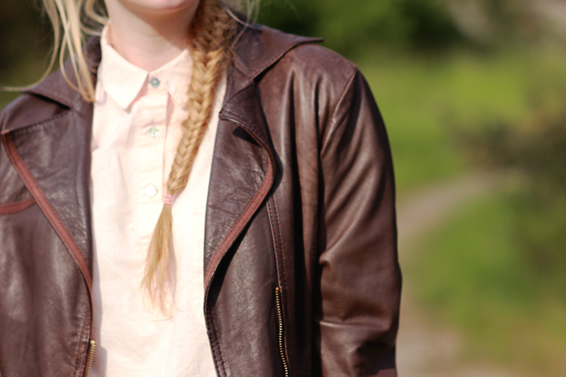 Mango shirt Zara boyfriend jeans Ray Ban sunglasses Peek&Cloppenburg bag Prima Moda shoes