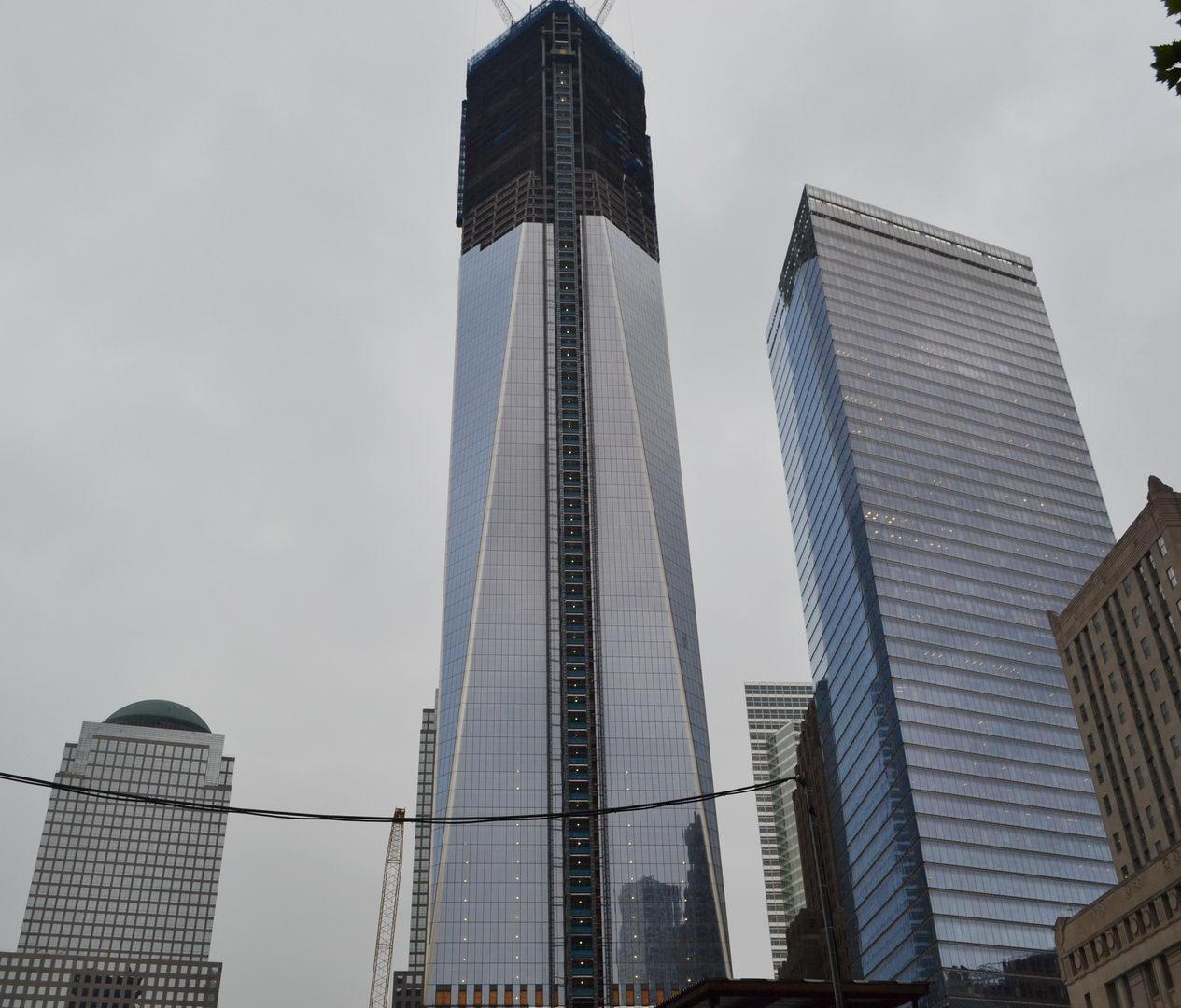 http://4.bp.blogspot.com/-vsv1Fb4GMEQ/T7pzd9k0SWI/AAAAAAAABeU/qlInu9AE9j8/s1600/one-world-trade-center-may14-2012.JPG