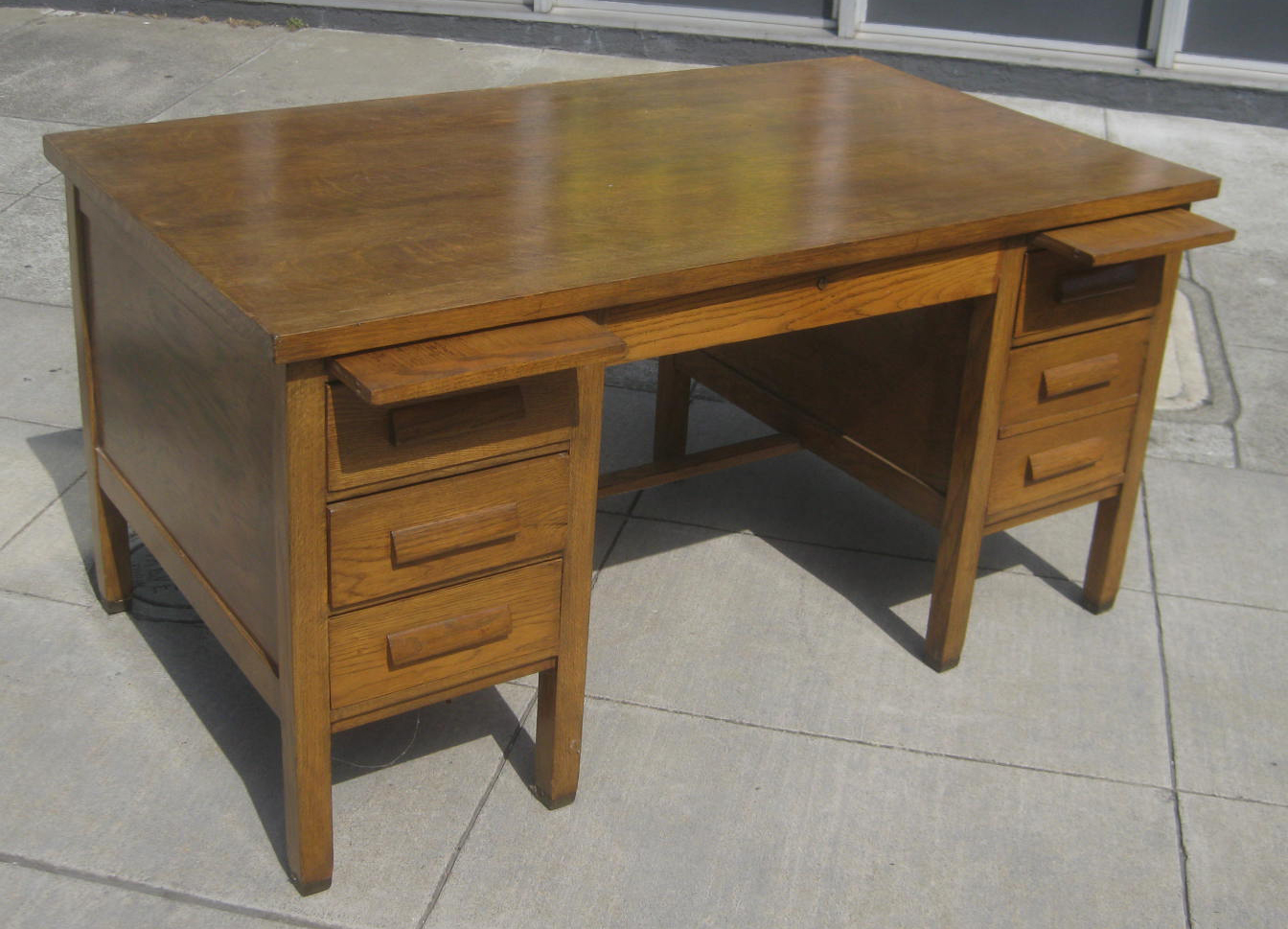 Teacher's Desk - $70 - UHURU FURNITURE & COLLECTIBLES: Teacher's Desk - $70