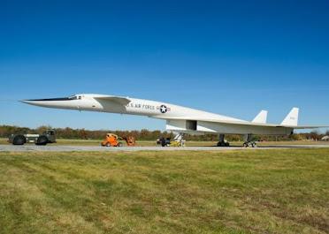 XB-20バルキリー爆撃機
