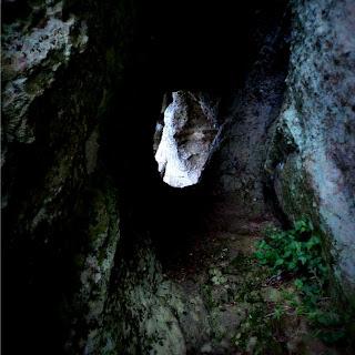 Acesso para a Caverna Percival Antunes, em Caçapava do Sul