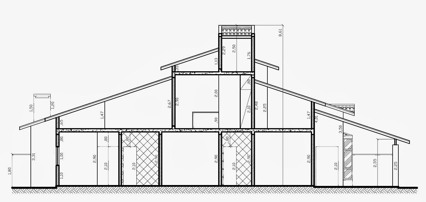 A seção longitudinal retrata o mezanino na porção central da construção.