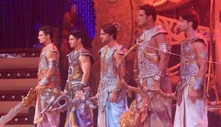 Foto Aksi Para Pemain Mahabharata dan Ramayana Dalam Panggung MAHACINTA SHOW