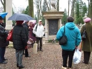 Zwiedzanie cmentarza przy ul. Lipowej z przewodnikiem