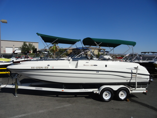 1998 Chaparral 252 Sunesta Deckboat! Very clean low hour boat!