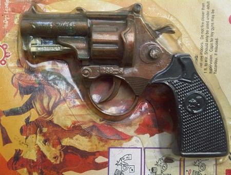 Karya Babah Antik Wild West Cap Gun