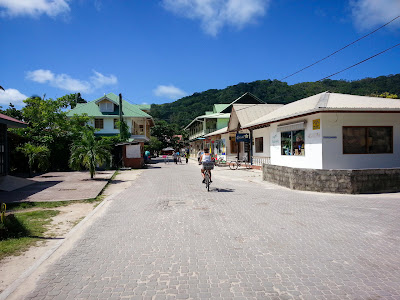 Hauptstraße durch La Passe auf La Digue