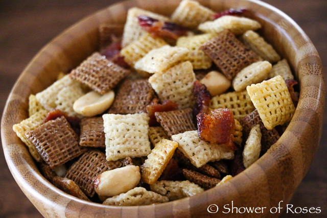 You can find the recipe for the Maple Bacon Party Mix here !