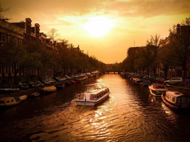 Canal Cruiser – Amsterdam, Holland