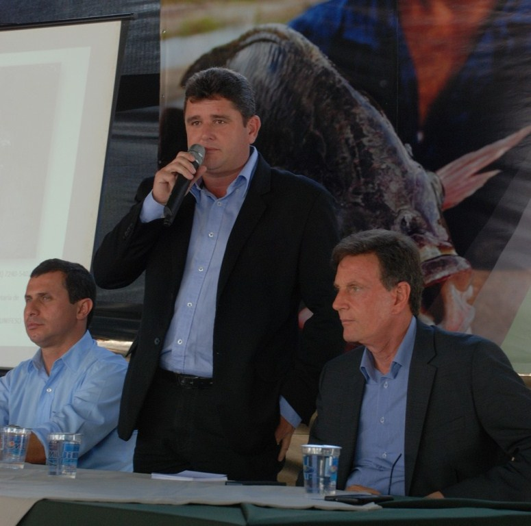 Secretário Estadual de Desenvolvimento Regional Felipe Peixoto, Prefeito Arlei e Ministro Crivella: investimento na criação de peixe