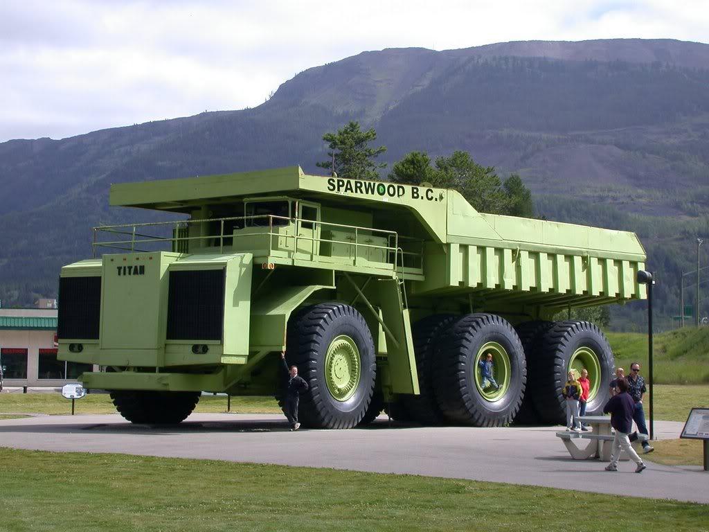 http://4.bp.blogspot.com/-vv6XtbKOJvU/Tf83XZ_yBpI/AAAAAAAAAlM/GeSTa9SYCrY/s1600/Caterpillar_Truck_wallpaper+%25281%2529.jpg