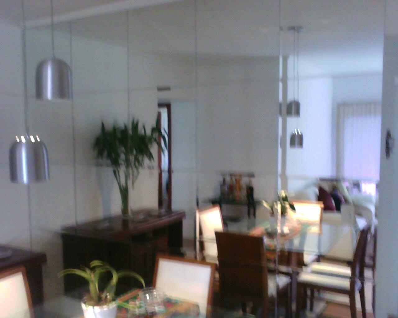 Sala de jantar com parede de espelho bisotê: além da beleza  #415F8A 1280x1024