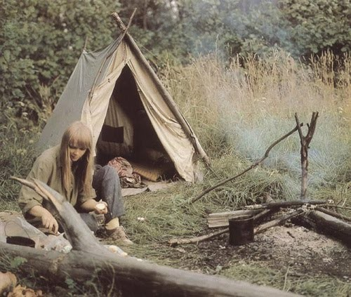 Habitats alternatifs, cabanes et huttes Hippie+camping