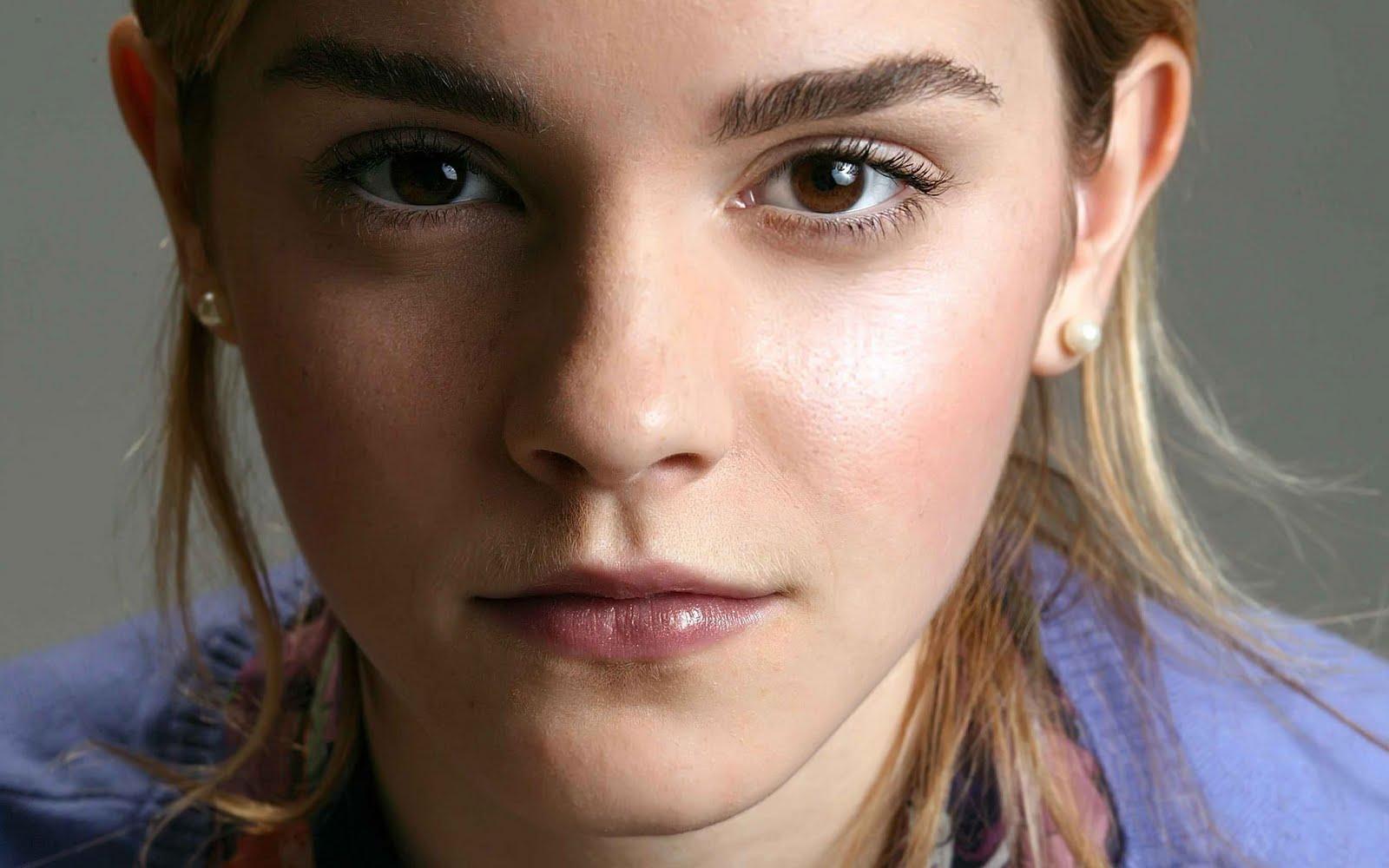 http://4.bp.blogspot.com/-vvRDlWRWOTc/TbEVP6L8YvI/AAAAAAAAAUs/IfbwCFa1LcM/s1600/Emma+Watson+reportedly+bullied+at+Brown.+Can%2527t+she+take+a+%2527Harry+Potter%2527+joke+sun+news+network.jpg