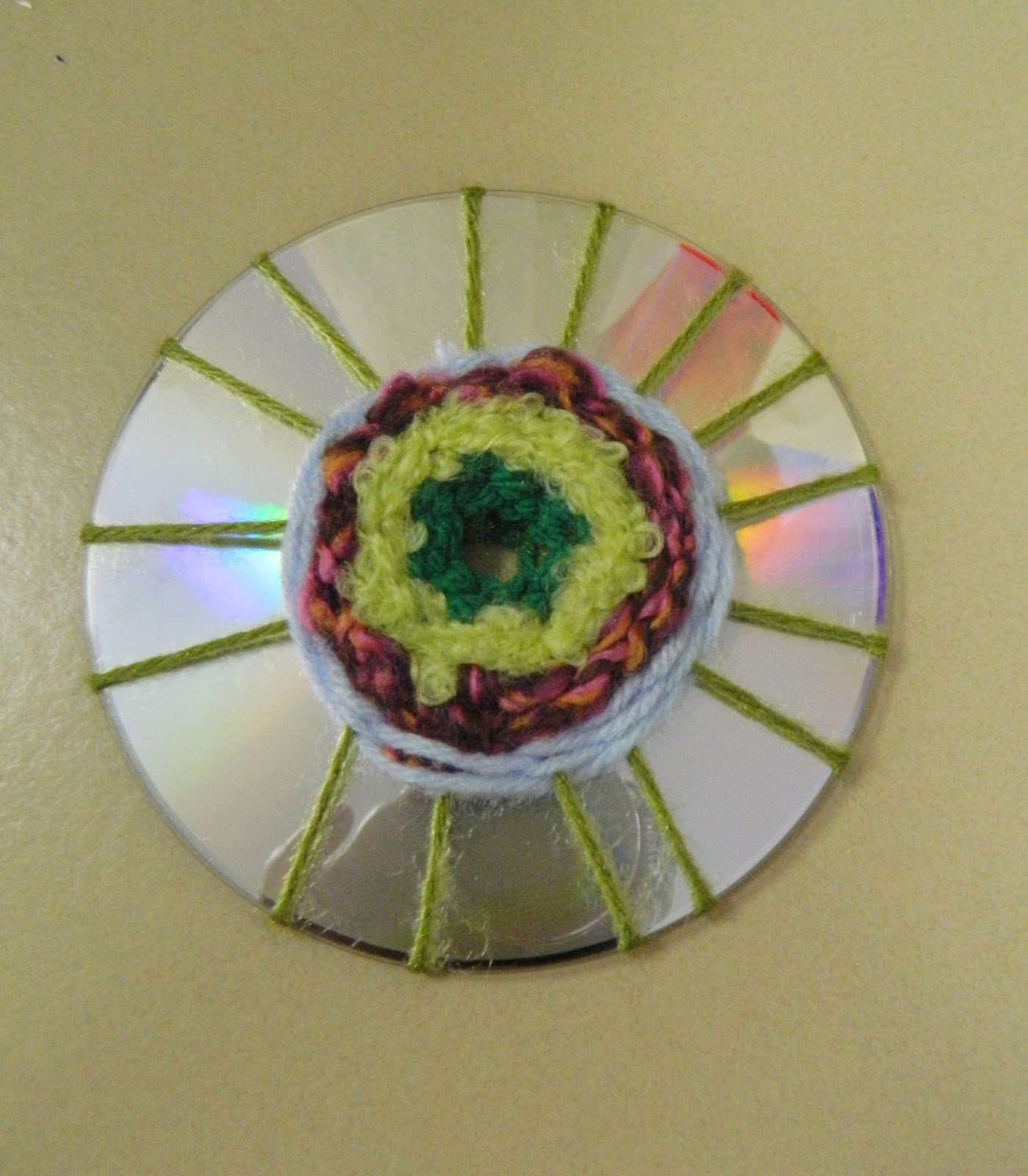 Dancing Commas :: Workshop of Wonders VBS Craft :: Woven CD Flowers