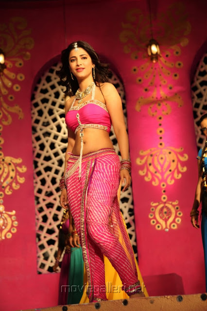 Shruti Hassan hot new photos from Balupu
