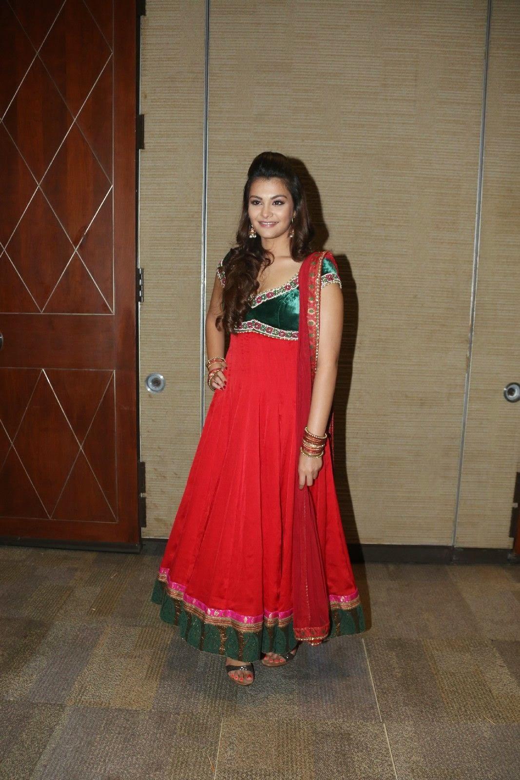 Naziya hussain latest glamorous photos-HQ-Photo-15