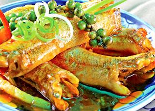Cá bống kho nước dừa đưa cơm