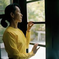 http://4.bp.blogspot.com/-vwJ5RwffCBI/T3n5KqL1A6I/AAAAAAAAP20/ezTjCN35c24/s1600/Aung+San+Suu+Kyi.jpg
