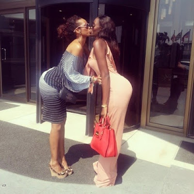 See The Two Girlfriends Who Love Kissing In Public [PHOTOS]
