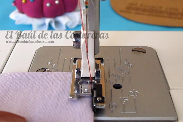 Coser telas elásticas con el prensatelas para bordes sobrehilados falso overlock costura