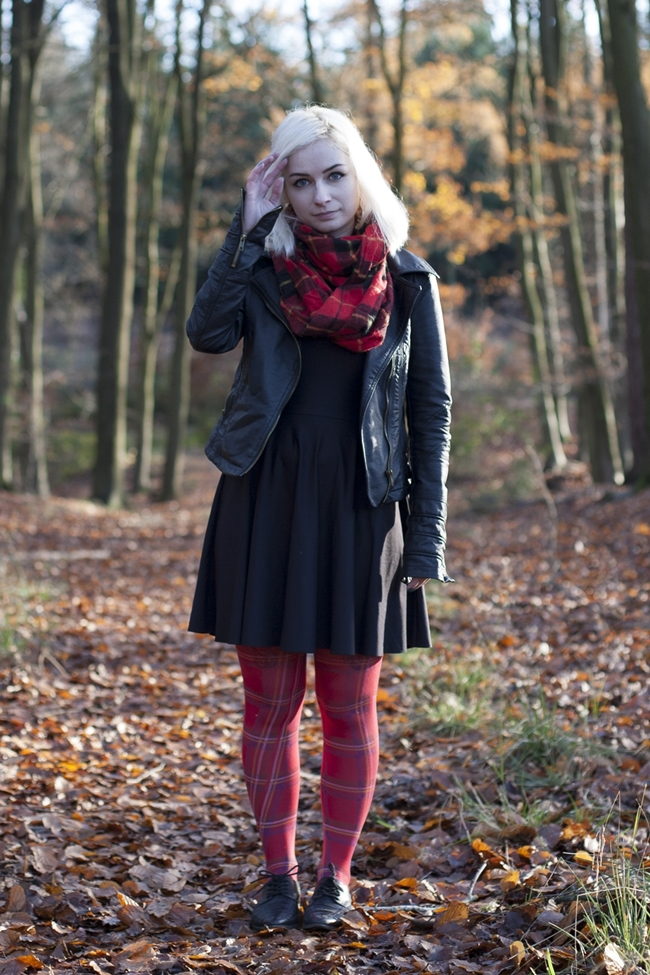 Tartan tights plaid scarf leather jacket ootd