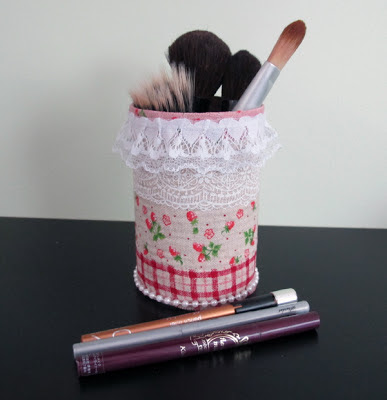 "artwaiyi my new upcycle makeup brush holder from a ""can"""