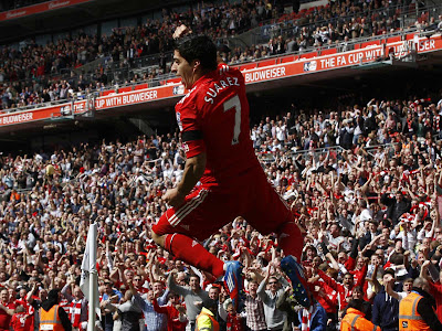 Suarez Number 7 Liverpool Jumping HD Desktop Wallpaper