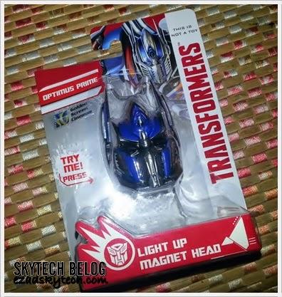 Optimus Prime Light Up Magnet Edisi Terhad