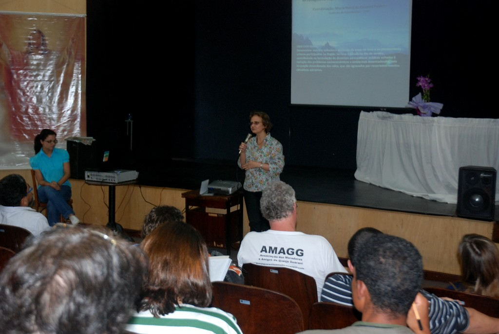 Professora Maria Naise de Oliveira Peixoto, da UFRJ, explica sobre o trabalho realizado em Teresópolis