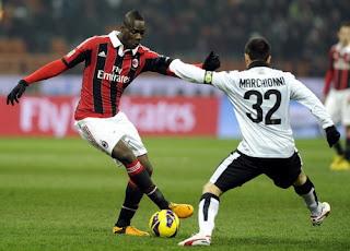 inovLy media : Balotelli Bikin Gol Lagi, Milan Atasi Parma