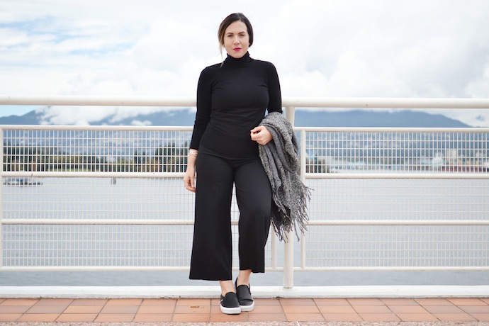 Le Chateau Italian yarn poncho, culottes and turtleneck blogger Vancouver