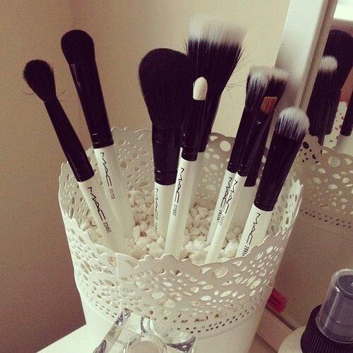 Una maceta para organizar nuestras brochas de maquillaje