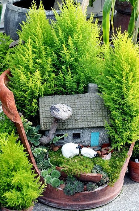 decorate the garden with broken vase | Vietnam Outdoor Furniture