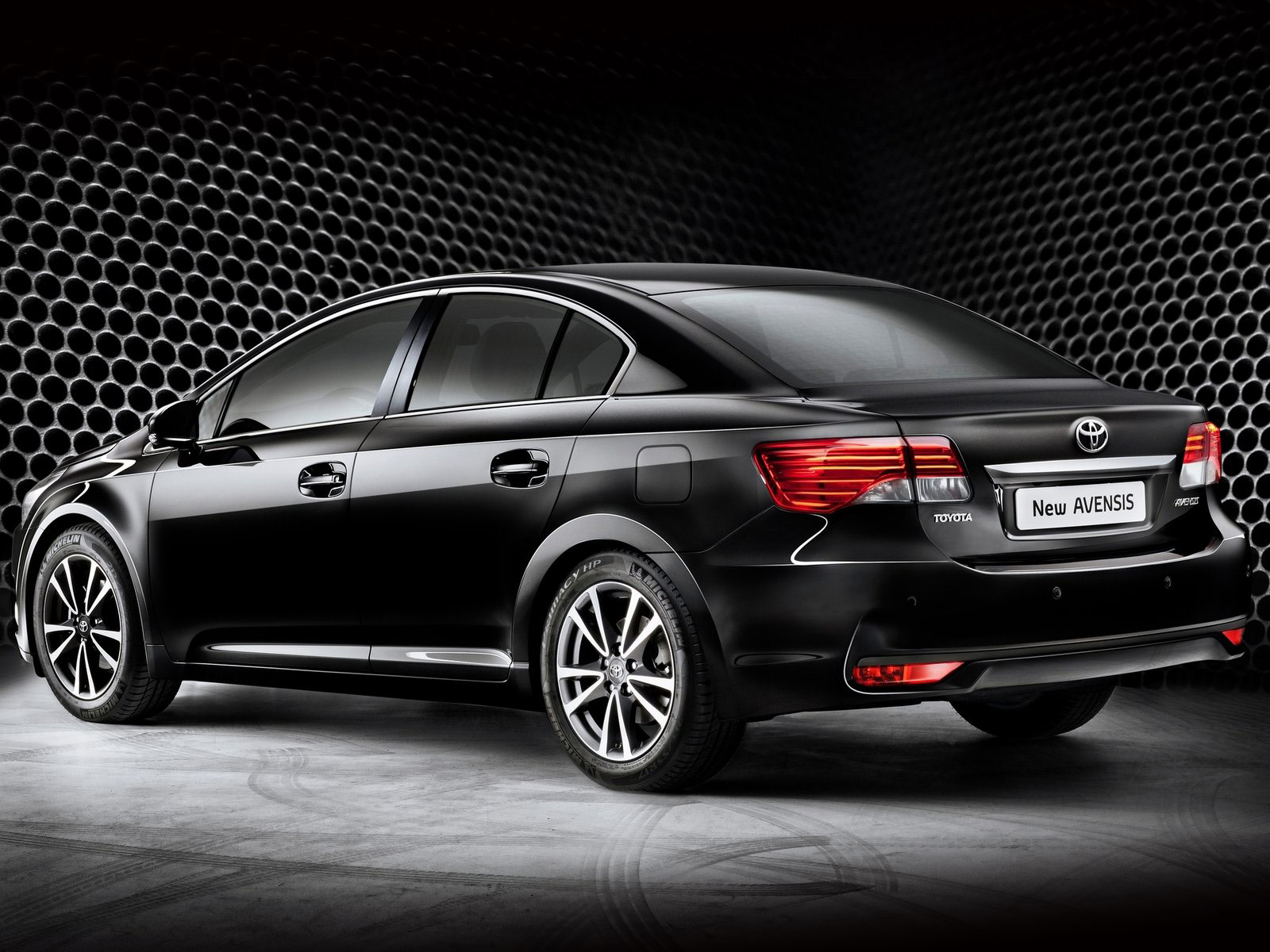 Toyota Avensis Japanese Car Wallpapers